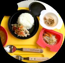 【豚肉のカラフルソースがけ、春雨と野菜のソテー、かぼちゃと油揚げのみそ汁、納豆】